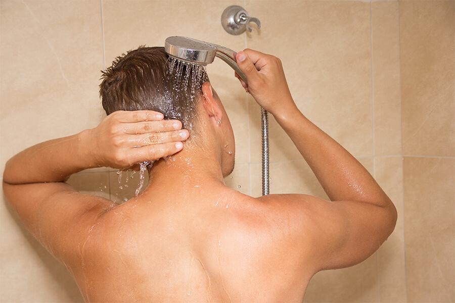 ducha diaria por la mañana con agua fría