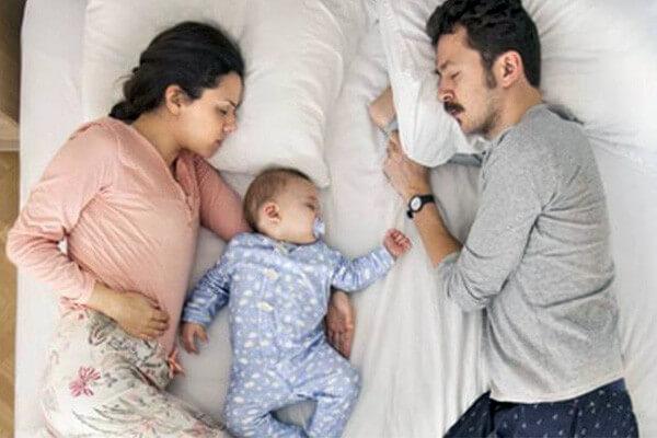 La cama de los padres, el imán de los peques.